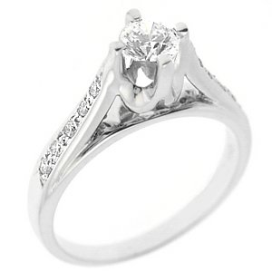 0.73ct. Diamond 18K Solid Gold Solitaire Sidestones Ring