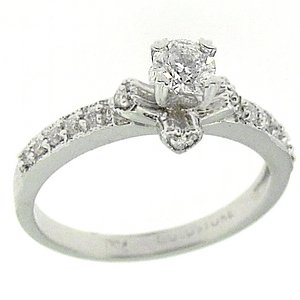 0.38ct. Diamond 18K Solid Gold Solitaire Sidestones Ring
