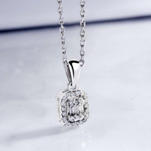 0.18ct. Diamond 18K Solid Gold Modern Design Necklace